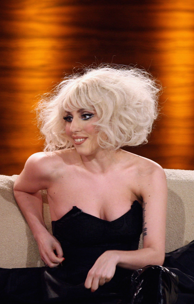 Lady Gaga Curled Out Bob Lady Gaga Looks Stylebistro