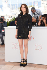 Marion Cotillard amped up the edge factor with a pair of chunky two-tone platform pumps with double ankle straps.