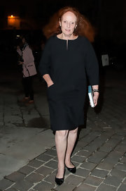 Grace Coddington looked amazing wearing a three-quarter sleeve shift dress in her signature black color to the Lanvin fashion show.