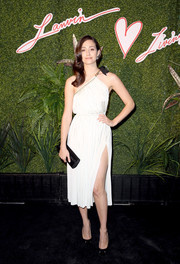 Emmy Rossum complemented her fab dress with an elegant black velvet clutch, also by Lanvin.