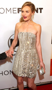 Kate Bosworth went all out with the sparkle at the 'Homefront' premiere, pairing a silver Fendi box clutch with an embellished strapless dress.