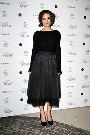 Keira pared down a stunning Chanel dress with timeless black platform pumps. Pure sophistication!