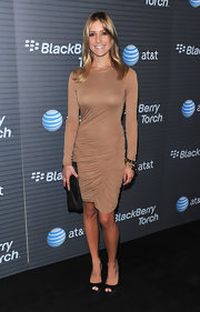 Kristin walked the carpet it platform peep toe pumps with a matching leather clutch.