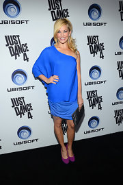 Amy Paffrath color-blocked her bright blue dress with suede fuchsia pumps.