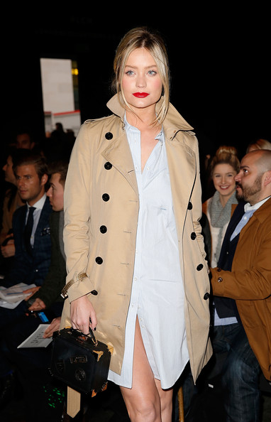 Laura Whitmore Leather Purse [collections,clothing,fashion,fashion model,fashion show,outerwear,event,coat,trench coat,lip,fashion design,laura whitmore,front row,men aw15,london,england,e.tautz,london collections: men aw15]