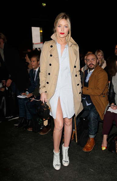 Laura Whitmore Trenchcoat [collections,fashion model,clothing,fashion,fashion show,coat,trench coat,outerwear,event,fashion design,footwear,laura whitmore,front row,men aw15,london,england,e.tautz,london collections: men aw15]