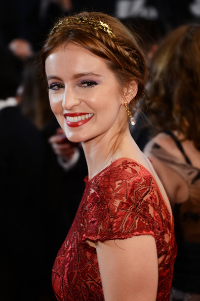 Ahna O'Reilly chose this twisted braided updo embellished by a gold headband for her look at the 'As I Lay Dying' premiere in Cannes.