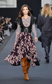 Bianca Balti looked fetching in an Isabel Marant mixed-print dress with leather vest detailing at the Le Defile L'Oreal Paris runway show.