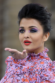 We're totally loving Aishwarya Rai's eye makeup, which consisted of pink glitter and heavy blue shadow.