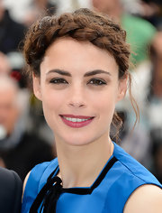 Berenice Bejo's helmet braid was totally chic and stylish on the red carpet at Cannes.