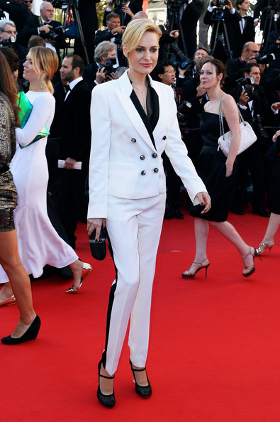 Aimee Mullins rocked a white sleek suit with black detailing and a double row of buttons for her look on the red carpet.