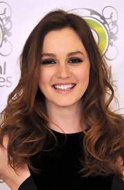 Leighton showed off a subtle smoky eye while promoting Herbal Essences in Madrid.