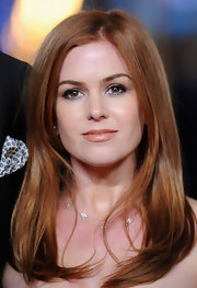 Silky flipped ends imbued Isla's fire-red locks with timeless elegance.