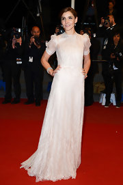Clotilde Courau chose a soft and romantic look when she wore this lace white gown.