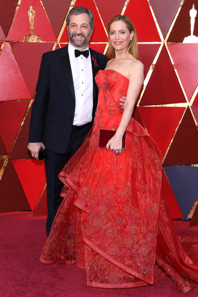 Leslie Mann Box Clutch [red,carpet,flooring,gown,formal wear,red carpet,dress,beauty,lady,fashion,arrivals,judd apatow,leslie mann,academy awards,hollywood highland center,california,l,90th annual academy awards]