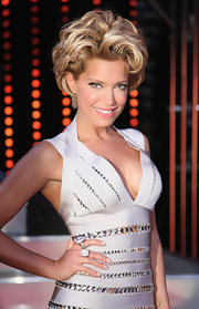 Sylvie van der Vaart looked reminiscent of Marilyn Monroe with gorgeous short blonde curls.
