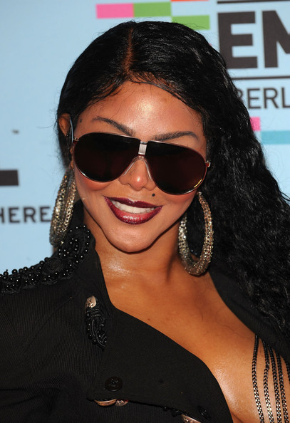 Lil Kim Butterfly Sunglasses [lil kim,arrivals,mtv europe music awards 2009,eyewear,hair,sunglasses,hairstyle,glasses,black hair,cool,lip,vision care,eye glass accessory,berlin,germany,o2 arena]