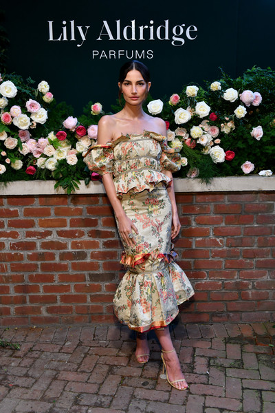 Lily Aldridge complemented her frock with nude slim-strap sandals by Jimmy Choo.