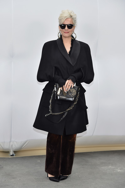 Lily Allen Chain Strap Bag [show,clothing,fashion,shoulder,eyewear,footwear,joint,leg,street fashion,human body,dress,lily allen,front row,part,paris,france,chanel,paris fashion week womenswear fall]