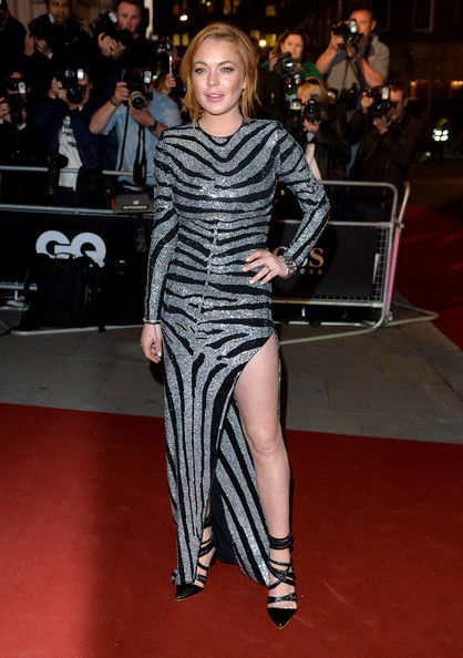 Lindsay Lohan Pumps [fashion model,footwear,flooring,catwalk,fashion,carpet,leg,red carpet,dress,little black dress,red carpet arrivals,lindsay lohan,gq men of the year awards,awards,england,london,the royal opera house,gq men of the year]