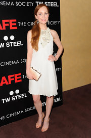 Lotte Verbeek carried this champagne clutch with her airy chiffon dress.