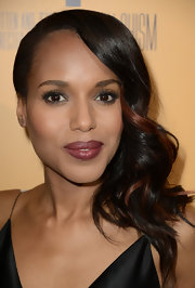 Kerry Washington rocked dark raspberry lipstick at the premiere of 'Peeples.'