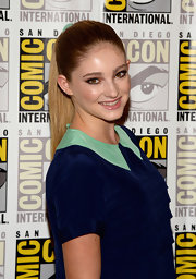 A super sleek pony complemented Willow Shields' all-around sophisticated look at Comic-Con.