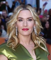 Kate Winslet accessorized with a stunning pair of diamond chandelier earrings by David Morris.