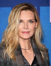 Michelle Pfeiffer wore her hair in messy-sexy waves at the premiere of 'Big Little Lies' season 2.