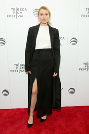Dree Hemingway topped off her monochrome ensemble with a long black coat.