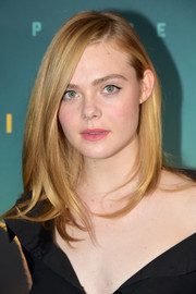 Elle Fanning finished off her makeup with a soft pink lip.