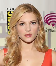 Katheryn Winnick looked like she stepped out of 1940's Hollywood when she styled her blonde locks into these retro-glam waves.