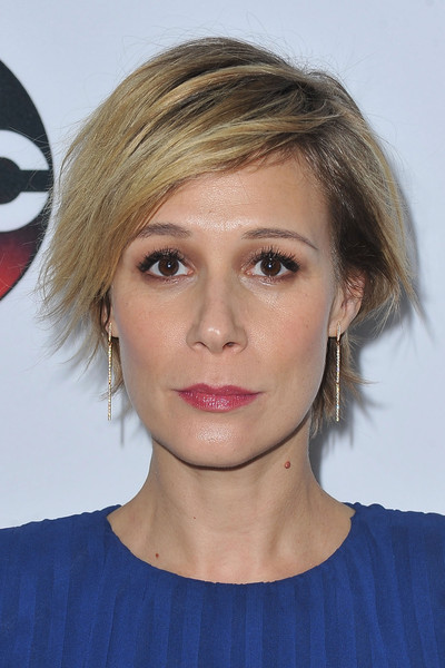 Liza Weil Layered Razor Cut [hair,face,hairstyle,eyebrow,chin,blond,lip,head,forehead,beauty,winter tca,abc - arrivals,liza weil,pasadena,california,langham hotel,disney,abc,winter tca tour]