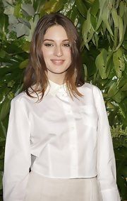 Maria Valverde wore a cropped white button-down shirt for a simple preppy look.