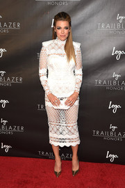 Rachel Platten pulled her look together with a pearlized clutch.