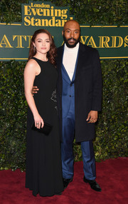 Florence Pugh complemented her dress with a black velvet clutch.