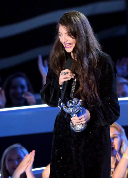Lorde Statement Ring [performance,event,music artist,fashion,singer,long hair,singing,performing arts,talent show,dress,singer lorde,2014 mtv video music awards,best rock video for royals,inglewood,california,the forum,show]
