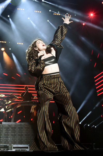 Lorde Pantsuit [disclosure,performance,music artist,entertainment,performing arts,music,concert,stage,event,pop music,musician,lorde,coachella valley,empire polo club,indio,california,coachella valley music and arts festival,show,music arts festival]