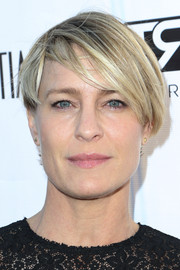 Robin Wright kept it casual with this short straight style at the Los Angeles Confidential Women of Influence event.