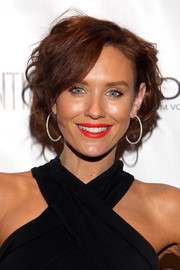 Nicky Whelan looked cute with her wavy bob at the Los Angeles Confidential Grammy celebration.