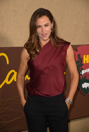 Jennifer Garner accessorized with a pair of diamond bracelets for a hint of sparkle to her outfit at the premiere of 'Camping.'