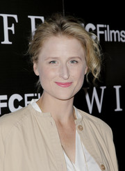 Mamie Gummer attended the LA premiere of 'Wildlife' wearing her hair in a tousled updo.
