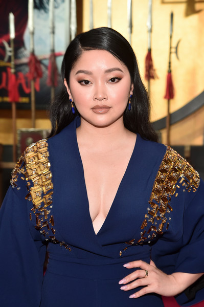 Lana Condor wore a pale pink mani at the world premiere of 'Mulan.'