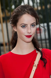 Kaya matched her lips to her bright crimson dress!