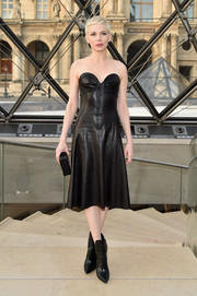 Michelle Williams smoldered in a strapless black leather dress by Louis Vuitton during the label's fashion show.