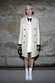 Michelle Williams arrived for the Louis Vuitton Fall 2018 show wearing a white leather coat from the brand.