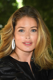 Doutzen Kroes looked like a walking shampoo commercial with her voluminous feathered flip at the Louis Vuitton Menswear Spring 2019 show.