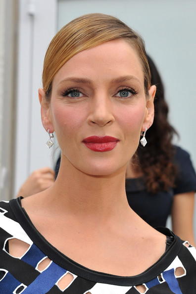Uma Thurman attended the Louis Vuitton spring/summer fashion show in Paris wearing a pair of 7-carat diamond drop earrings set in white gold.