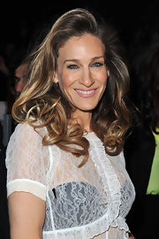 Sarah Jessica Parker attended the Louis Vuitton fall 2012 runway show wearing a soft rosy pink lipstick.