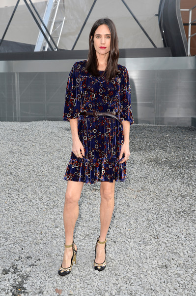 Jennifer Connelly styled her dress with a pair of gold and black ankle-strap pumps, also by Louis Vuitton.